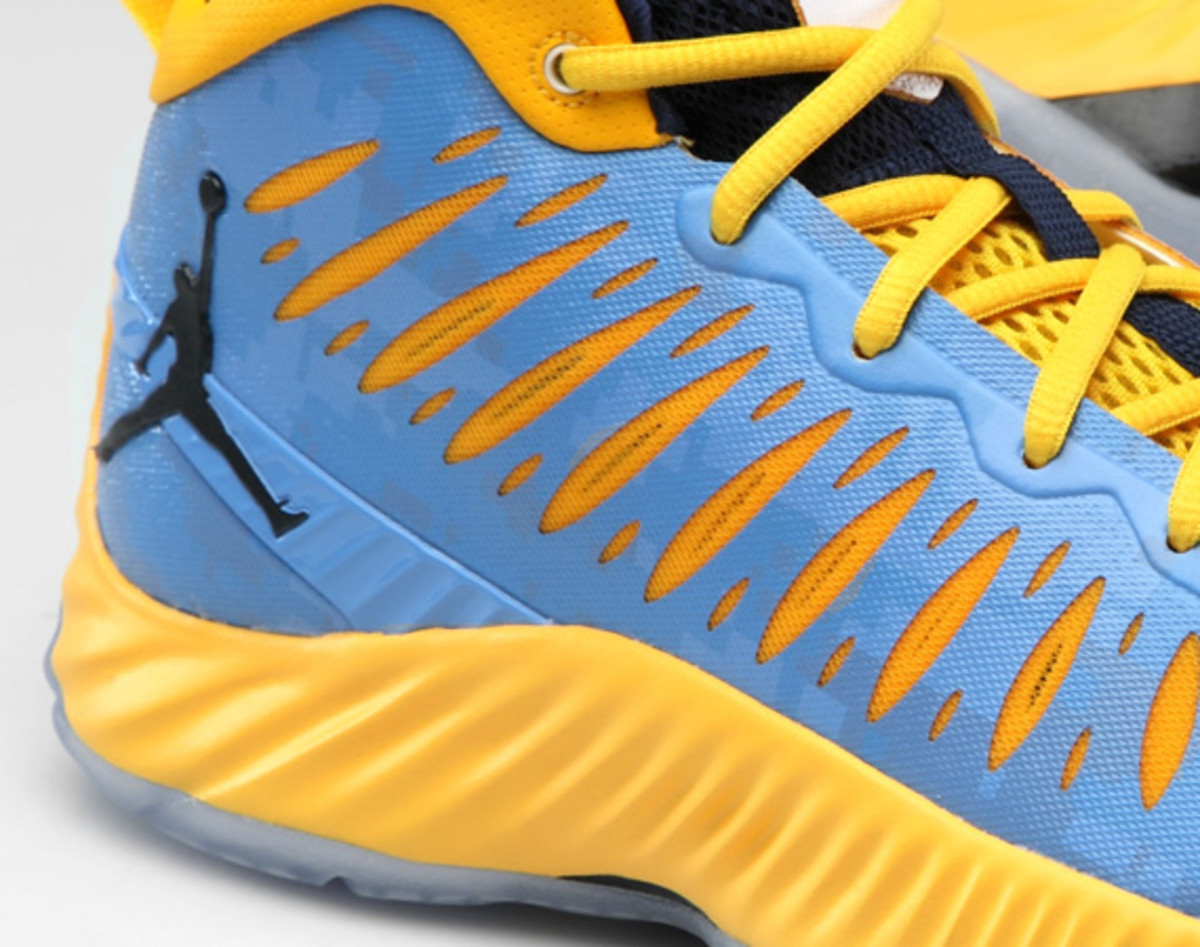 jordan-super-fly-marquette-digital-camouflage-editions-02