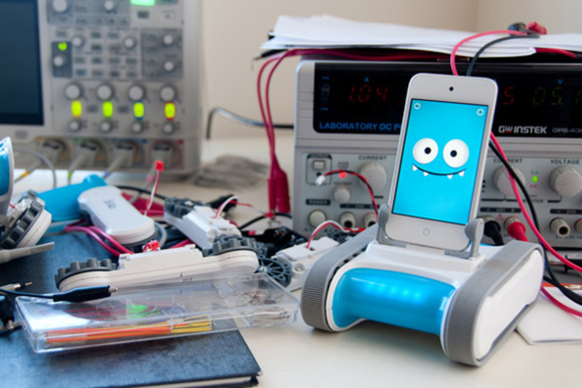 romo-the-smartphone-robot-for-everyone-romotive-007