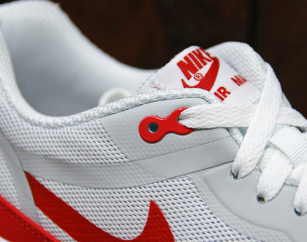 nike-air-max-1-tape-og-red-preview-01