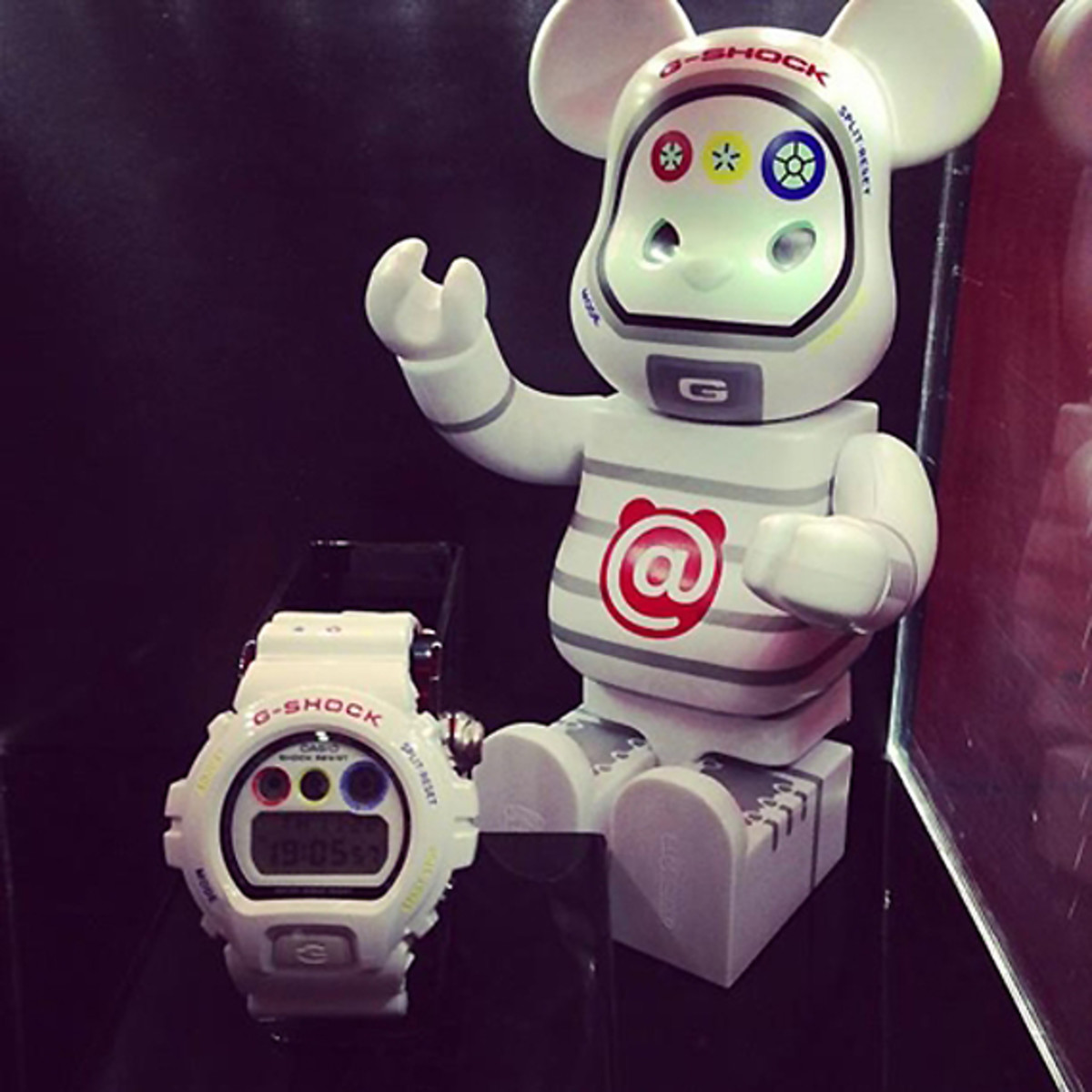 medicom-toy-casio-g-shock-30th-anniversary-bearbrick-01