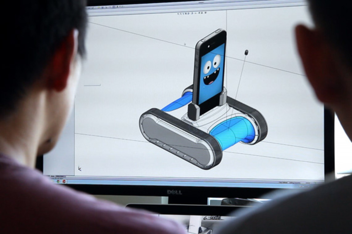 romo-the-smartphone-robot-for-everyone-romotive-004