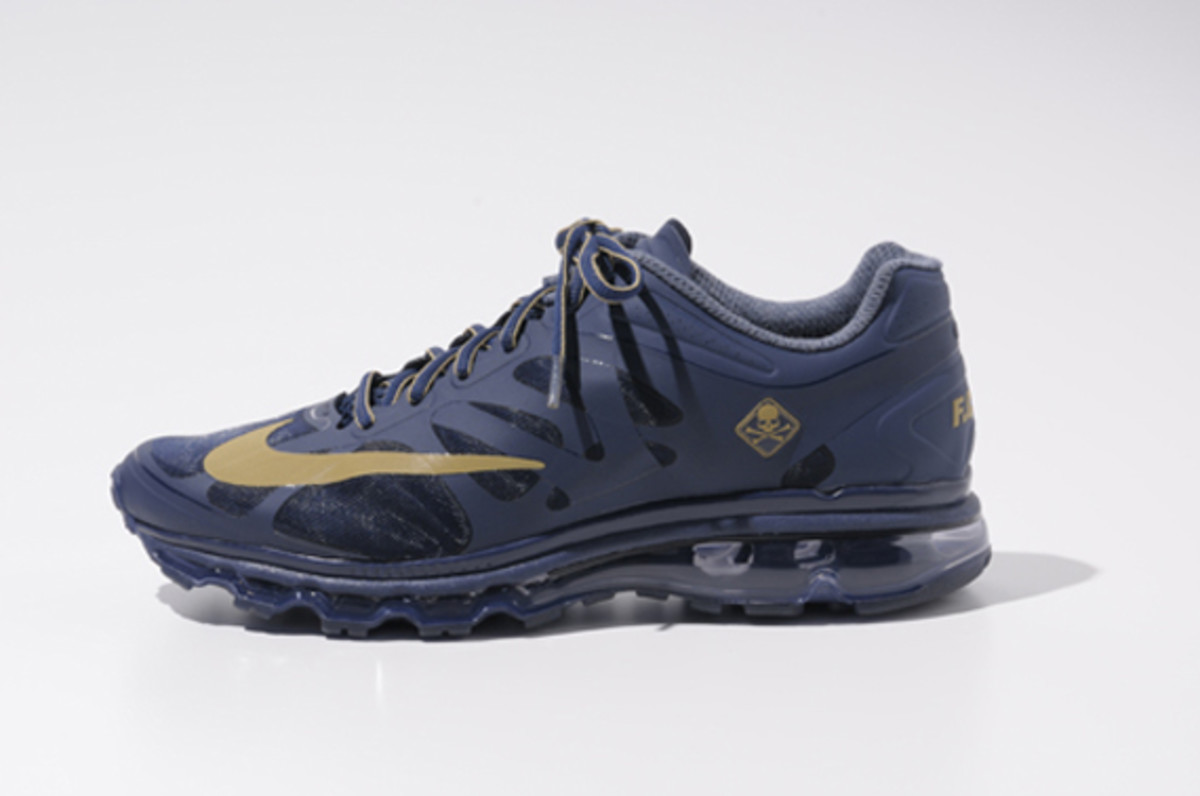 fcrb-nike-air-max-2012-with-mastermind-japan-05