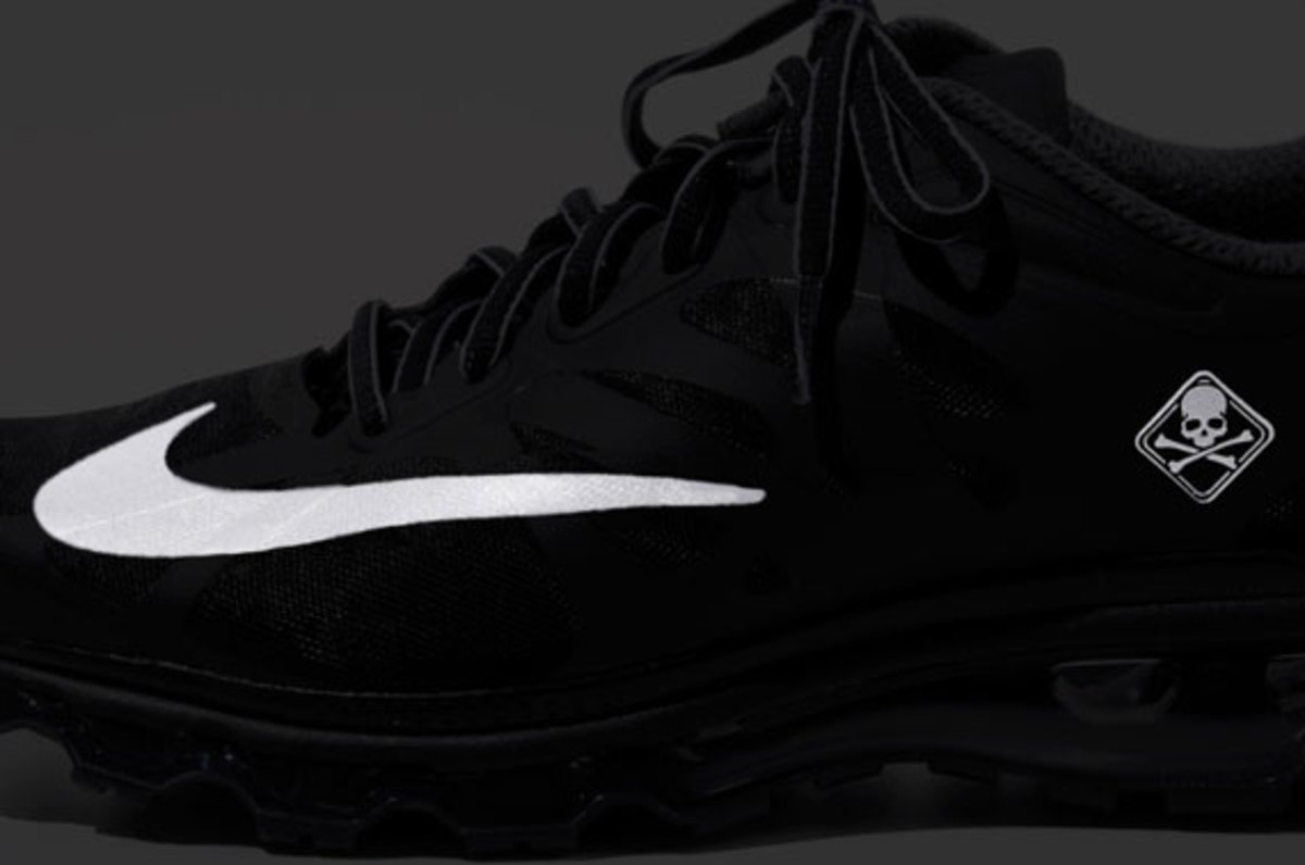 fcrb-nike-air-max-2012-with-mastermind-japan-03