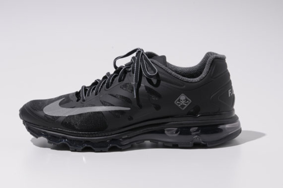 fcrb-nike-air-max-2012-with-mastermind-japan-10