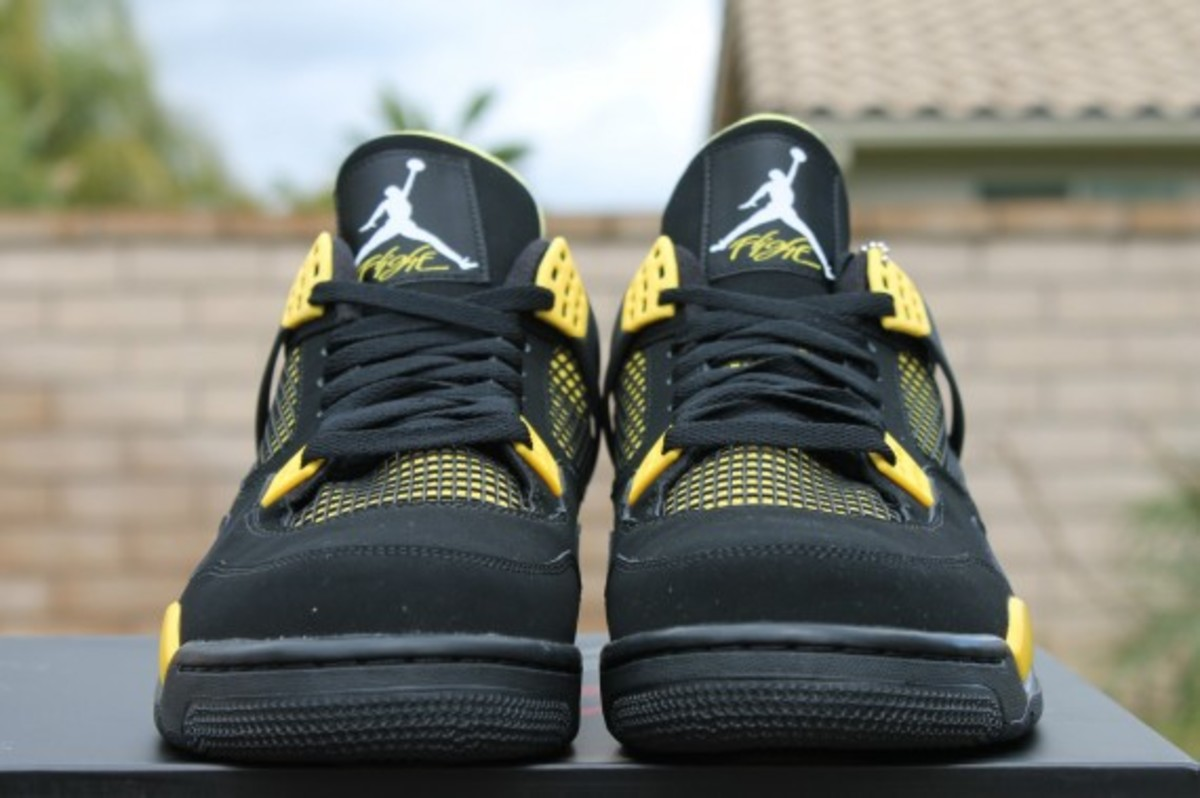 air-jordan-iv-thunder-release-reminder-308497-008-006