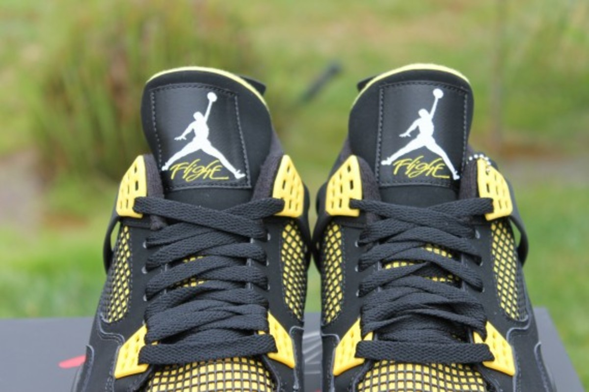 air-jordan-iv-thunder-release-reminder-308497-008-011