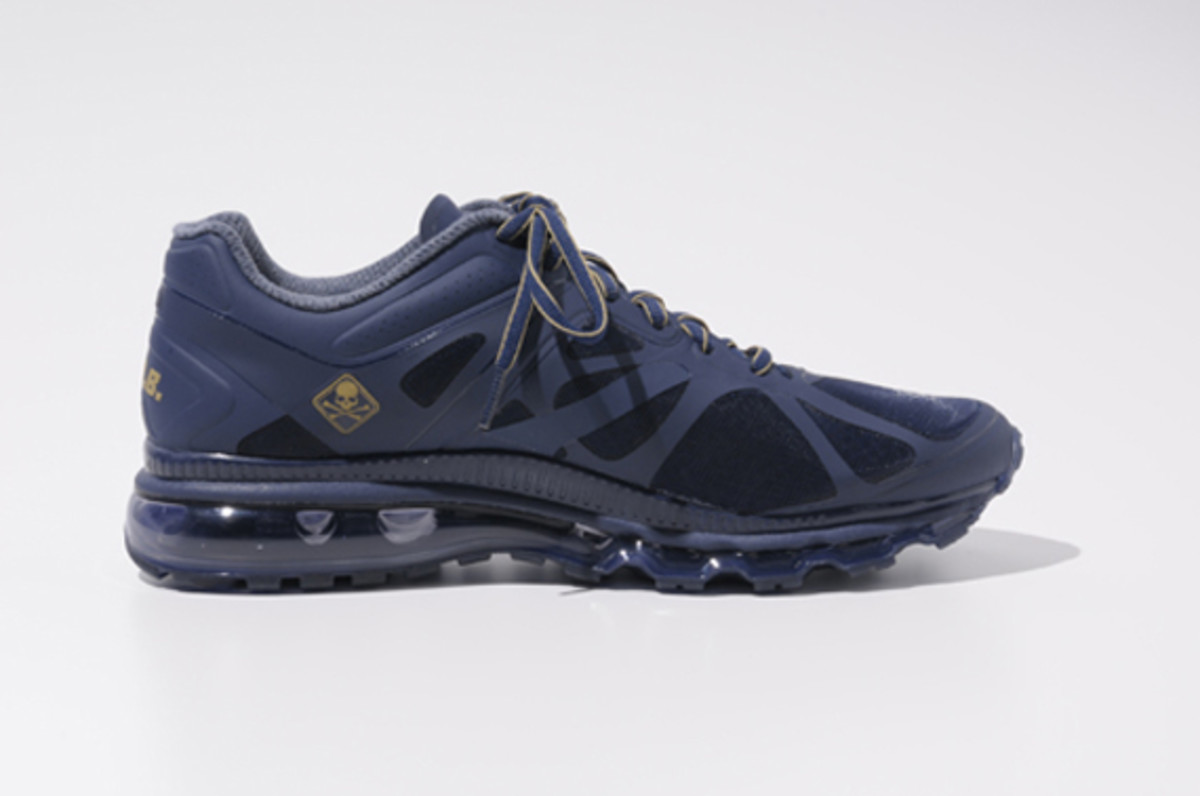 fcrb-nike-air-max-2012-with-mastermind-japan-07
