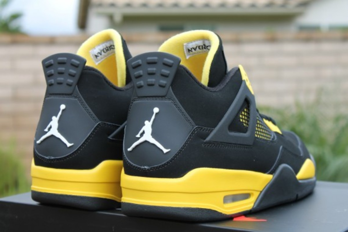 air-jordan-iv-thunder-release-reminder-308497-008-008