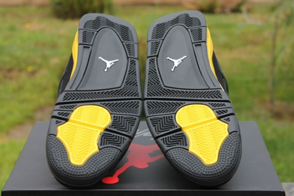 air-jordan-iv-thunder-release-reminder-308497-008-010