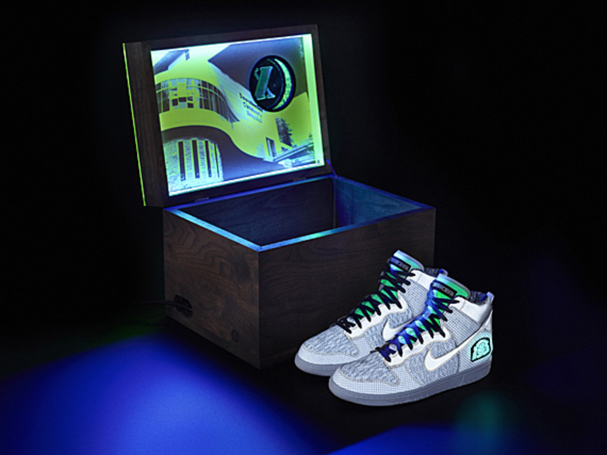 01-doernbecher_nike_10th_auction_box_shoes_original003