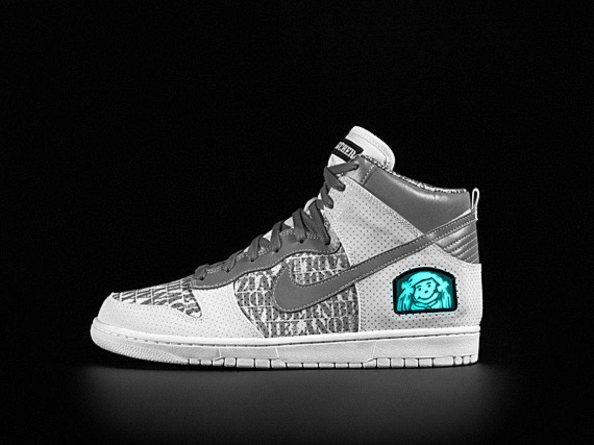 01-doernbecher_nike_10th_auction_lat_left_original008