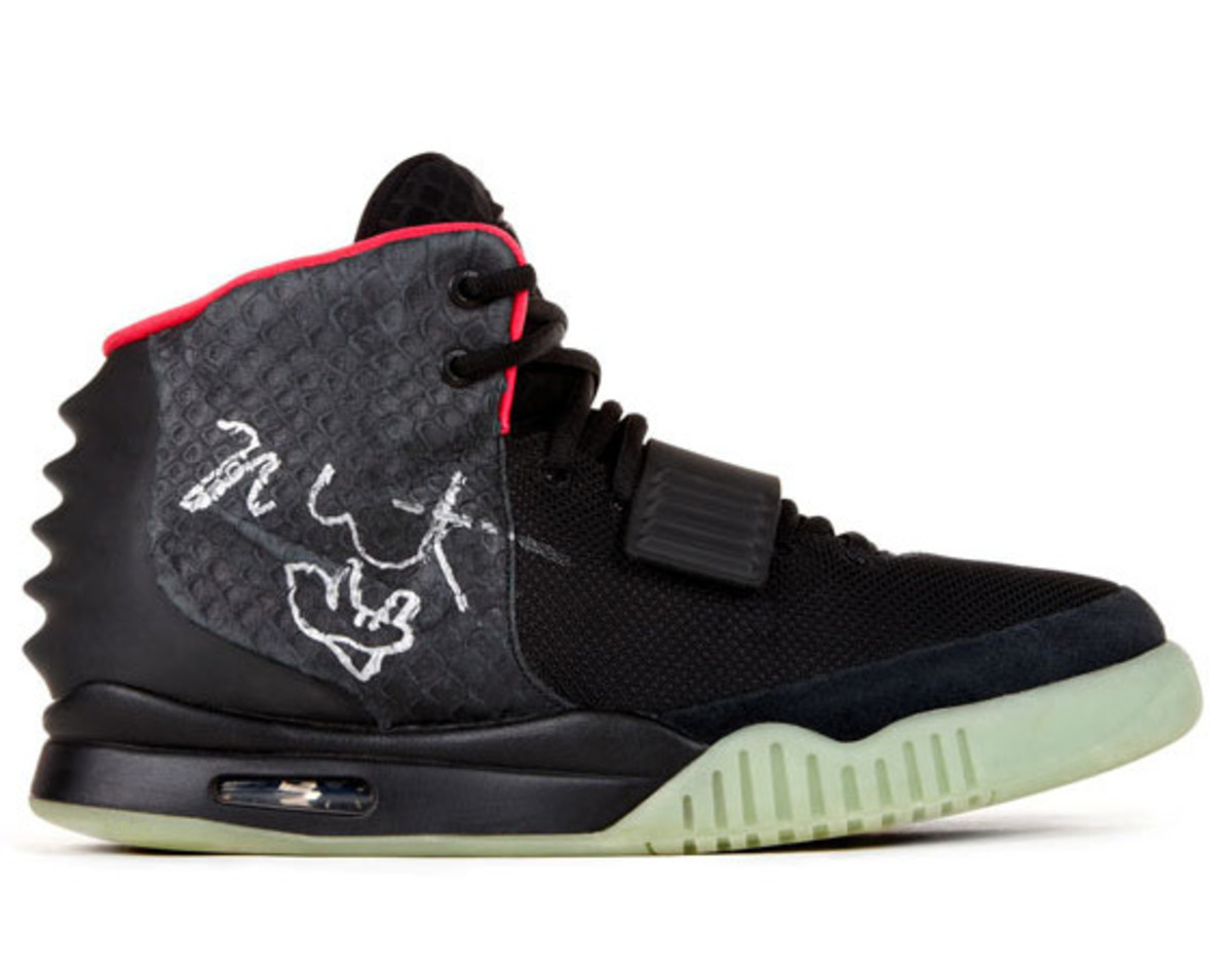 recreate-new-york-auction-kanye-west-signed-nike-air-yeezy-II-for-hurricane-sandy-relief-01
