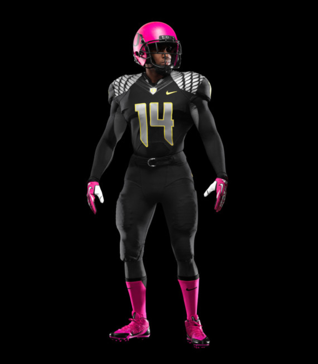 nike-oregon-ducks-football-pays-tribute-to-breast-cancer-awareness-04