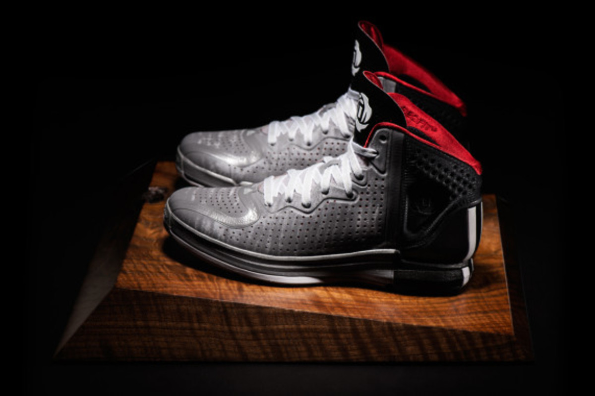 adidas-d-rose-4-available-now-07