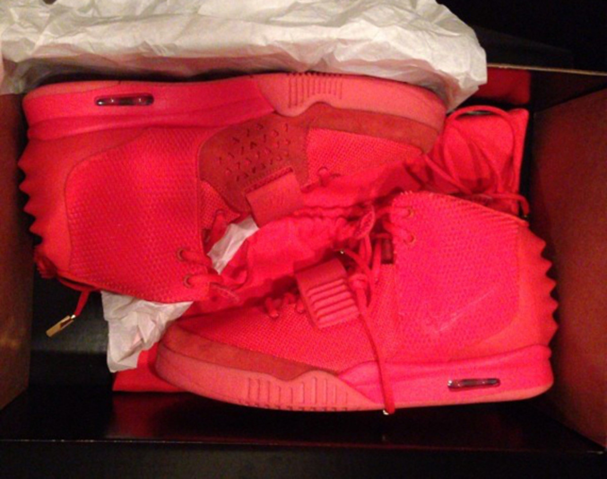 nike-air-yeezy-2-red-october-previewed-by-kim-kardashian-01