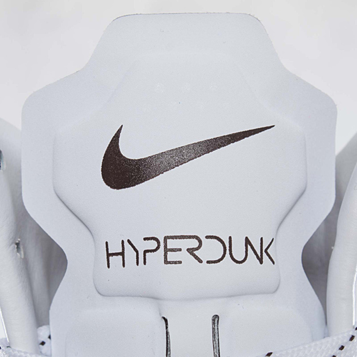 undefeated-nike-hyperdunk-bring-back-pack-598471-110-08