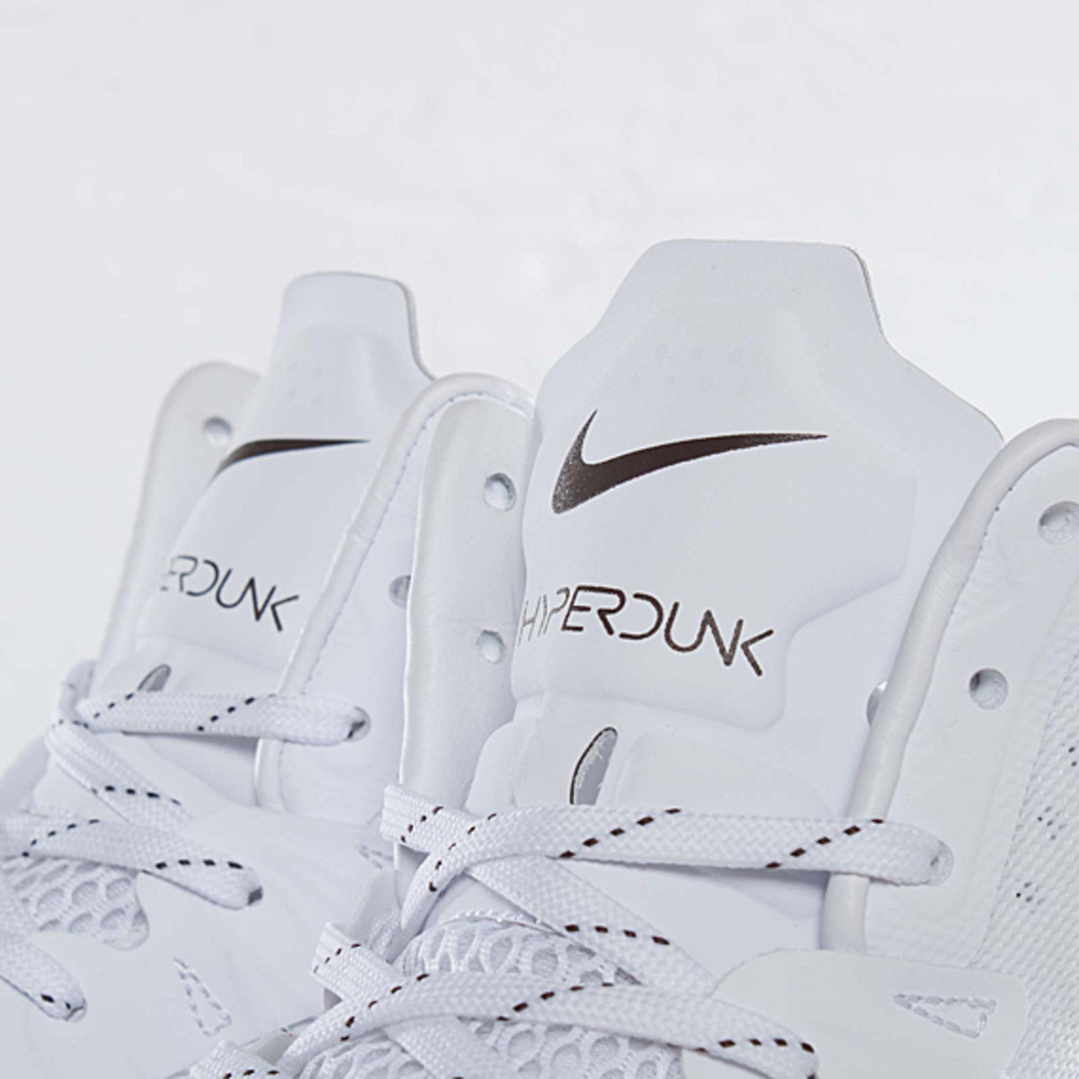 undefeated-nike-hyperdunk-bring-back-pack-598471-110-07