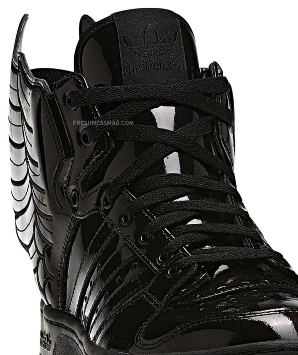 adidas-originals-jeremy-scott-js-wings-2-0-patent-leather-q23668-14