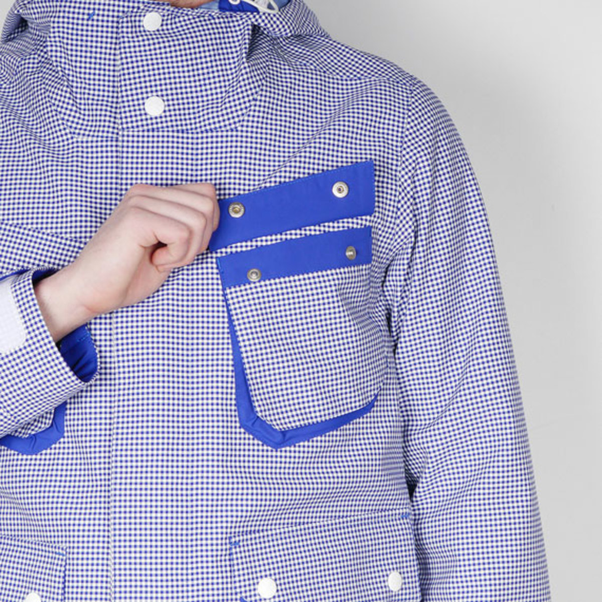 white-mountaineering-gingham-check-hood-parka-jacket-05