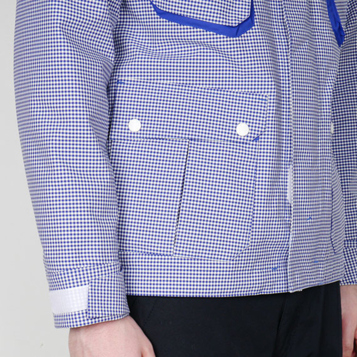 white-mountaineering-gingham-check-hood-parka-jacket-06