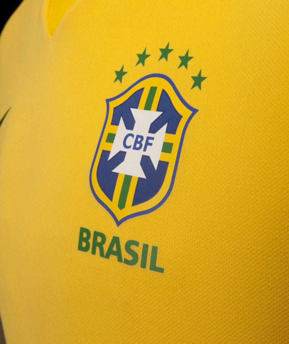 nike-soccer-2013-2014-brazil-national-football-team-kit-neymer-12