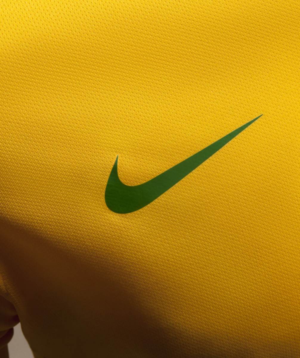 nike-soccer-2013-2014-brazil-national-football-team-kit-neymer-09