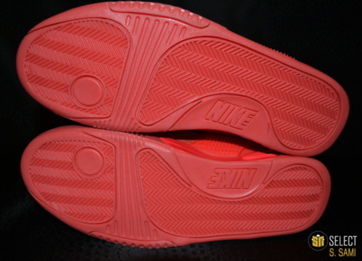 nike-air-yeezy-2-red-october-detailed-look-24