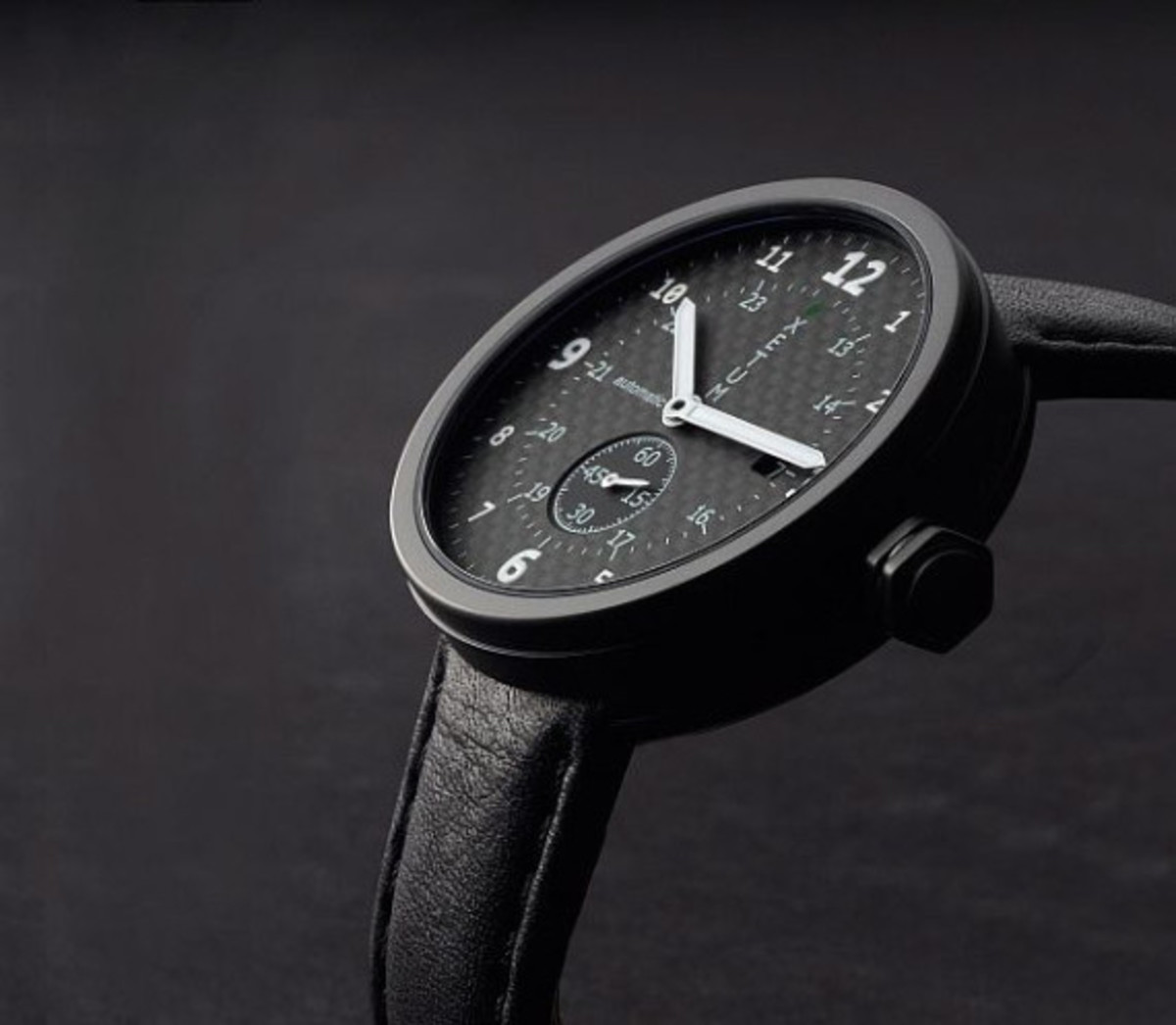 xetum-limited-edition-carbon-fiber-tyndall-watch-02
