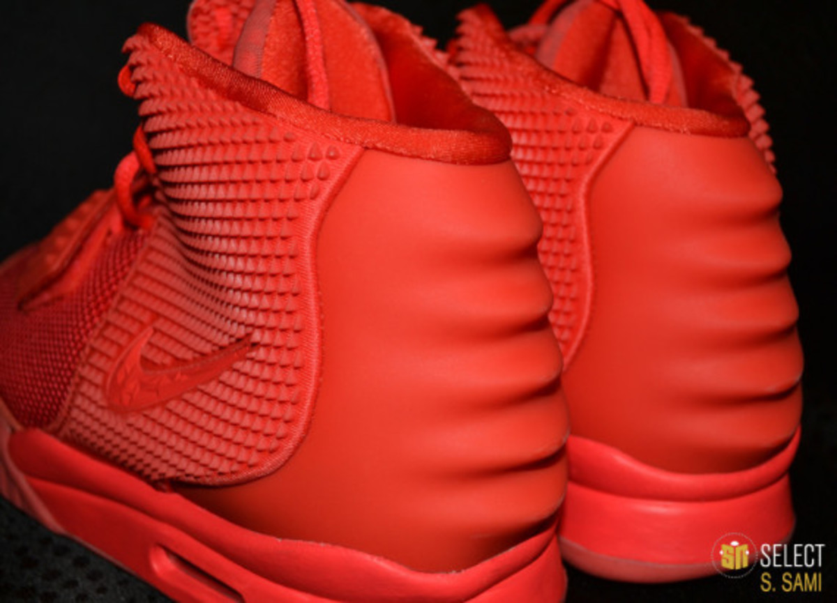 nike-air-yeezy-2-red-october-detailed-look-39