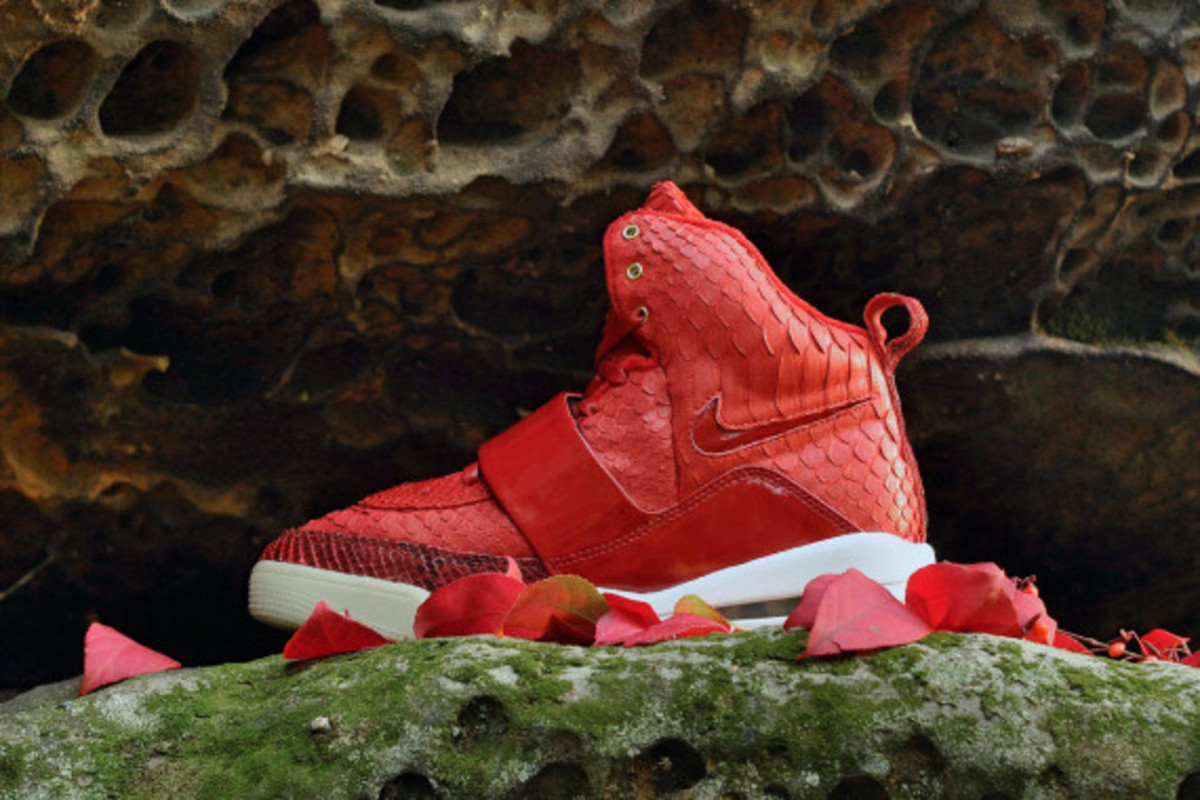 red-october-nike-air-yeezy-1-customs-by-jb-customs-02