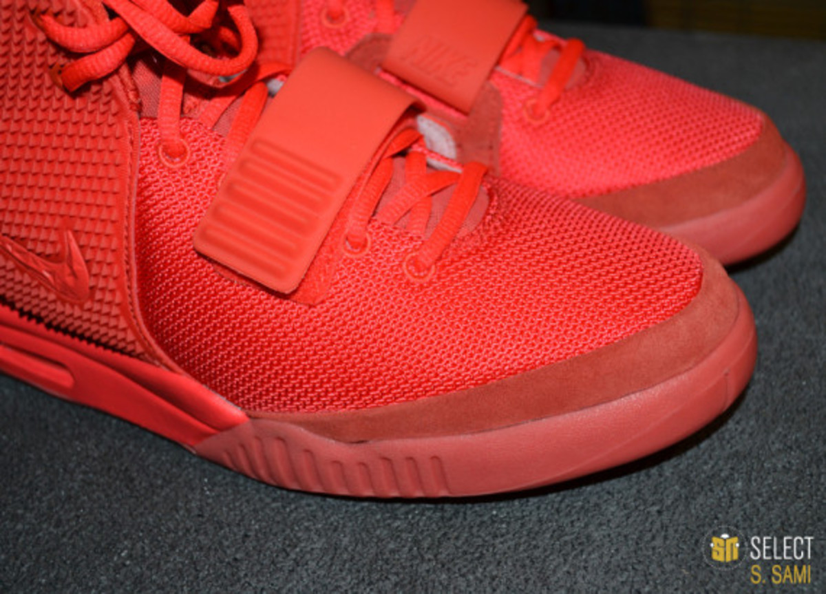 nike-air-yeezy-2-red-october-detailed-look-27