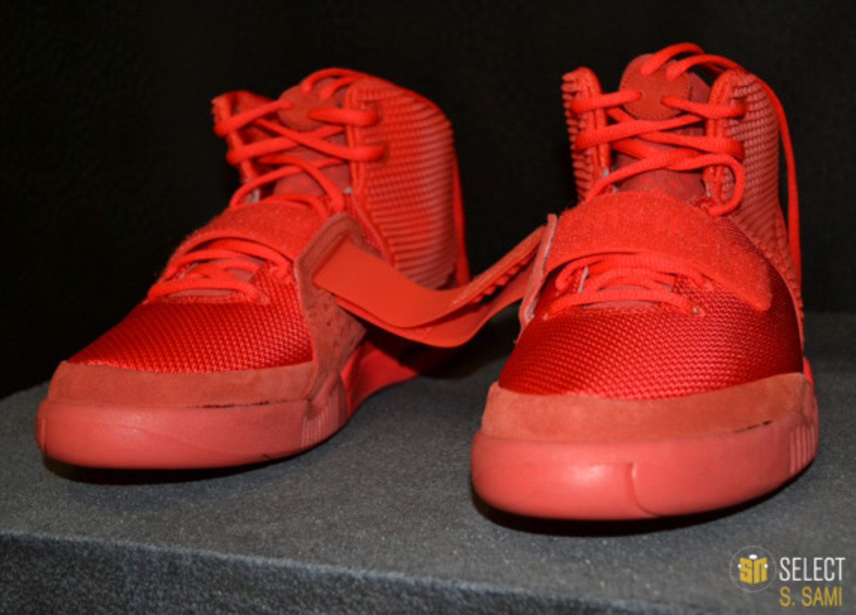 nike-air-yeezy-2-red-october-detailed-look-10