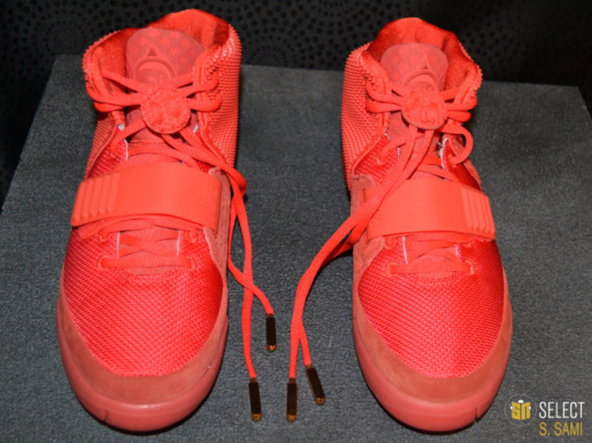 nike-air-yeezy-2-red-october-detailed-look-04
