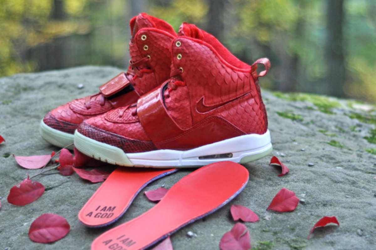 red-october-nike-air-yeezy-1-customs-by-jb-customs-03