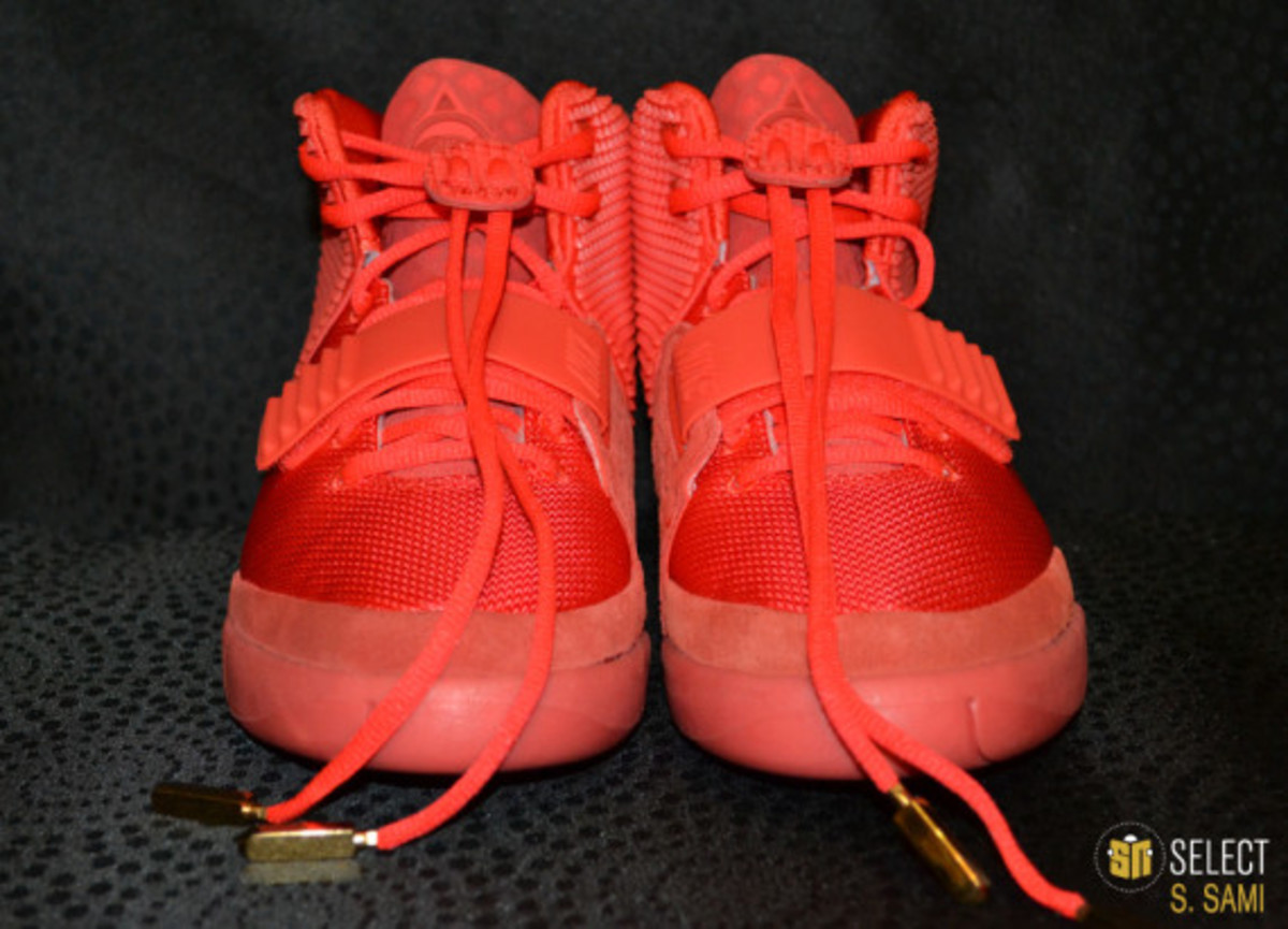 nike-air-yeezy-2-red-october-detailed-look-13