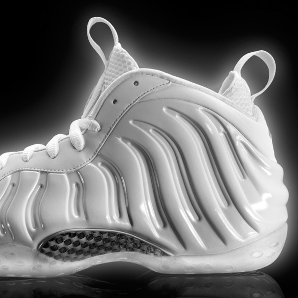 nike-air-foamposite-one-white-314996-100-03