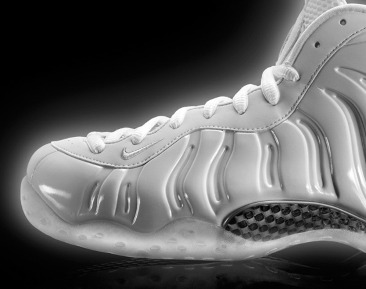 nike-air-foamposite-one-white-314996-100-04