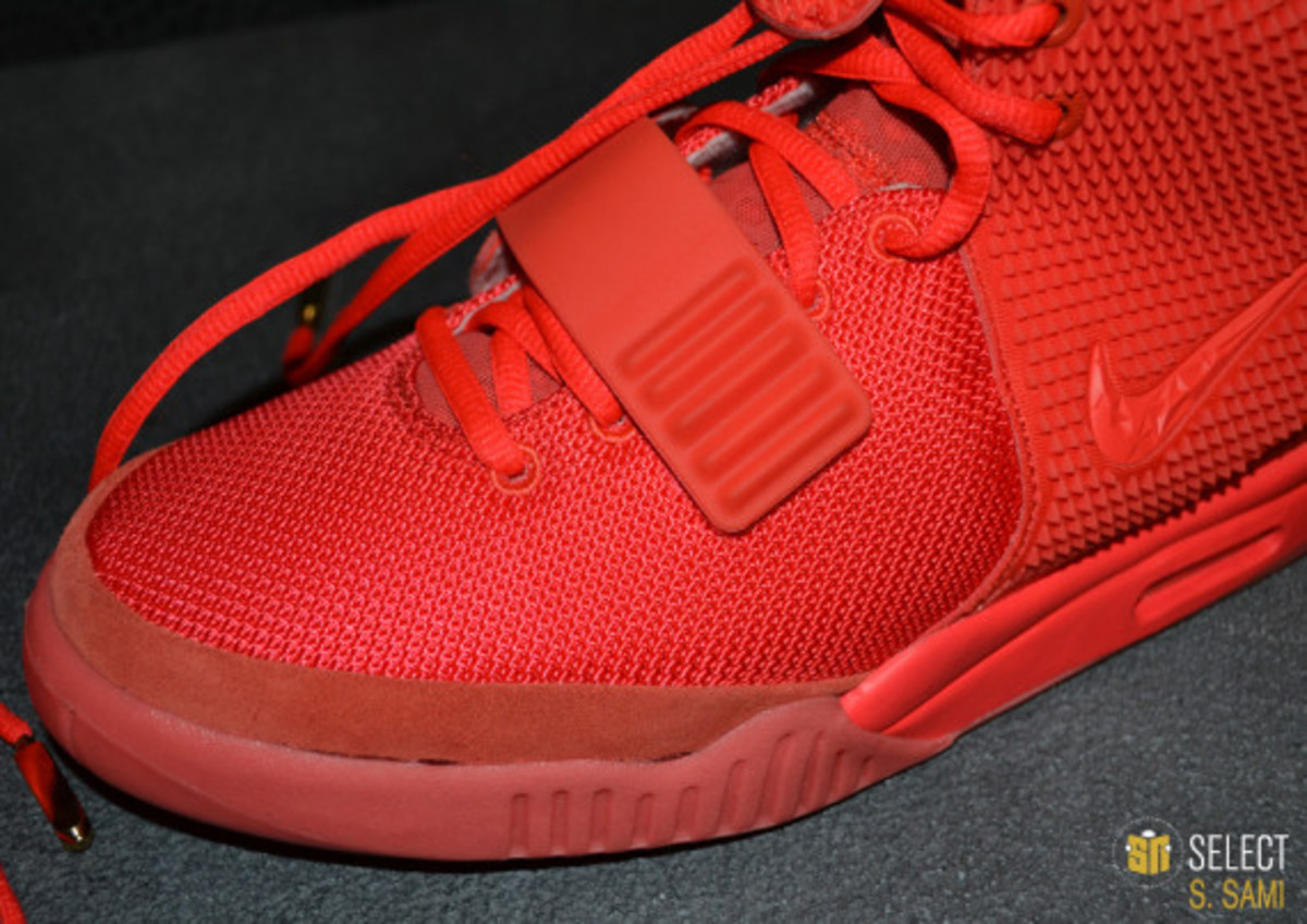nike-air-yeezy-2-red-october-detailed-look-34