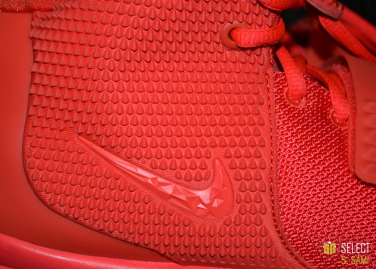 nike-air-yeezy-2-red-october-detailed-look-44