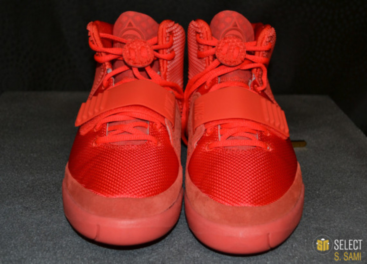 nike-air-yeezy-2-red-october-detailed-look-07