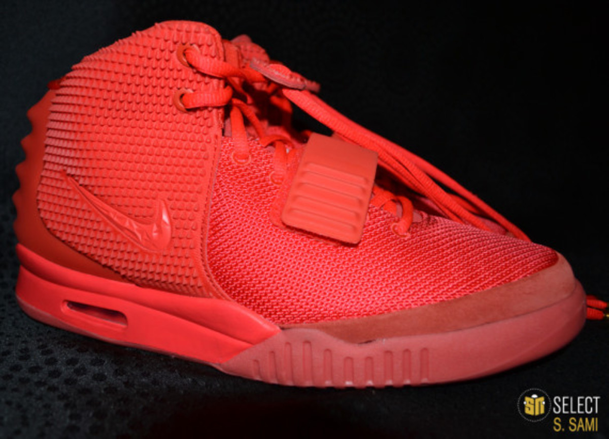 nike-air-yeezy-2-red-october-detailed-look-23