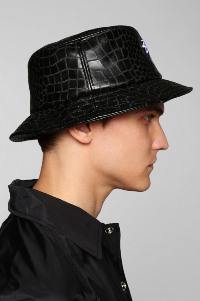 stussy-croc-faux-leather-bucket-hat-urban-outfitters-exclusive-03