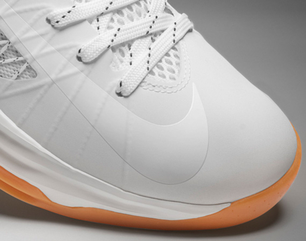 undefeated-nike-hyperdunk-2012-bring-back-pack-collection-officially-unveiled-04