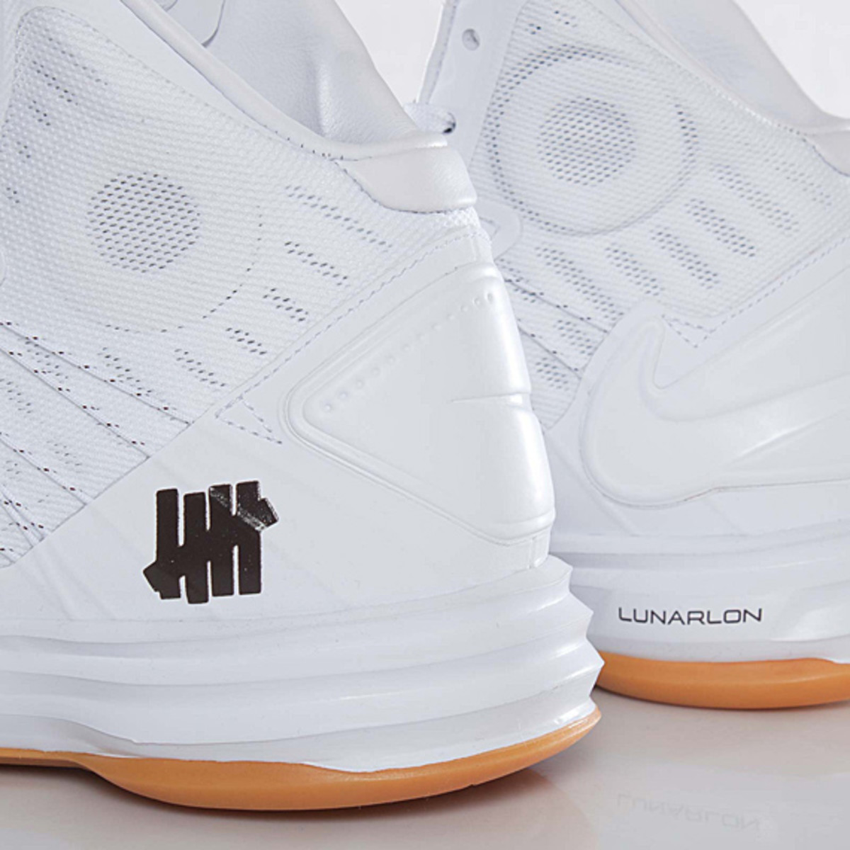undefeated-nike-hyperdunk-bring-back-pack-598471-110-09