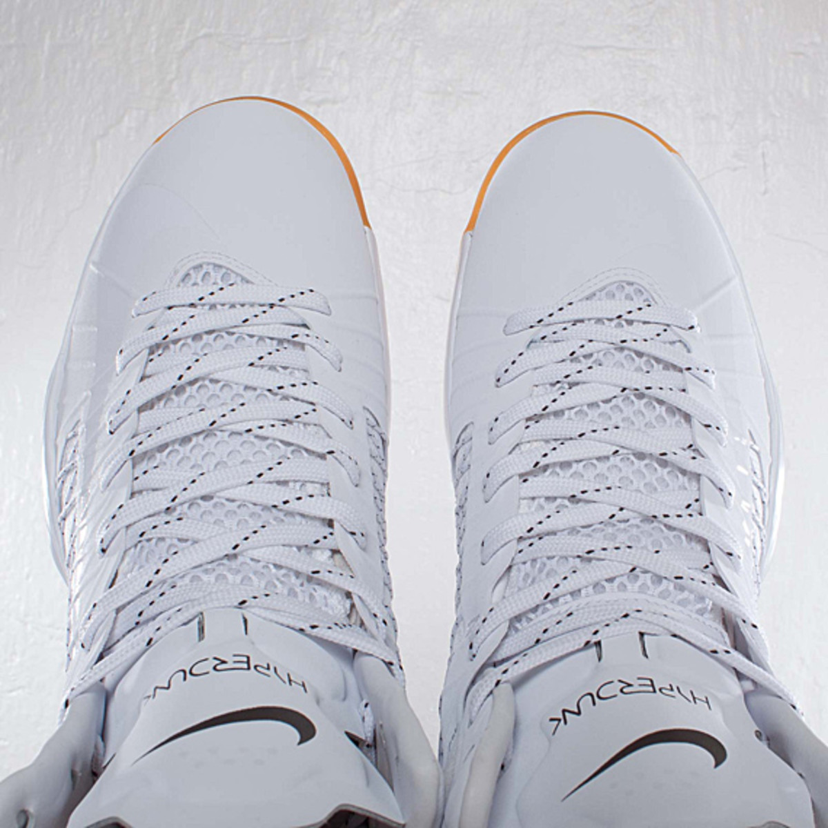 undefeated-nike-hyperdunk-bring-back-pack-598471-110-10