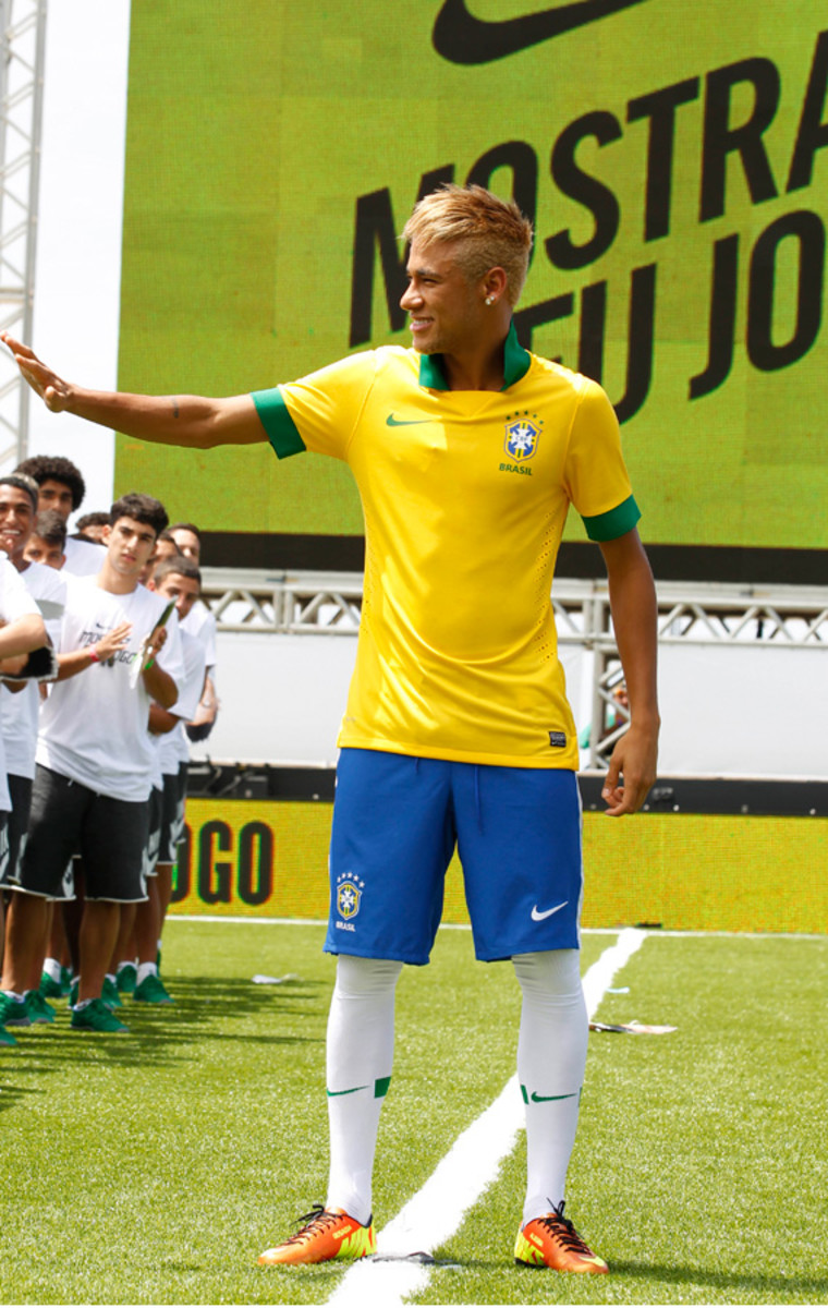 nike-soccer-2013-2014-brazil-national-football-team-kit-neymer-02