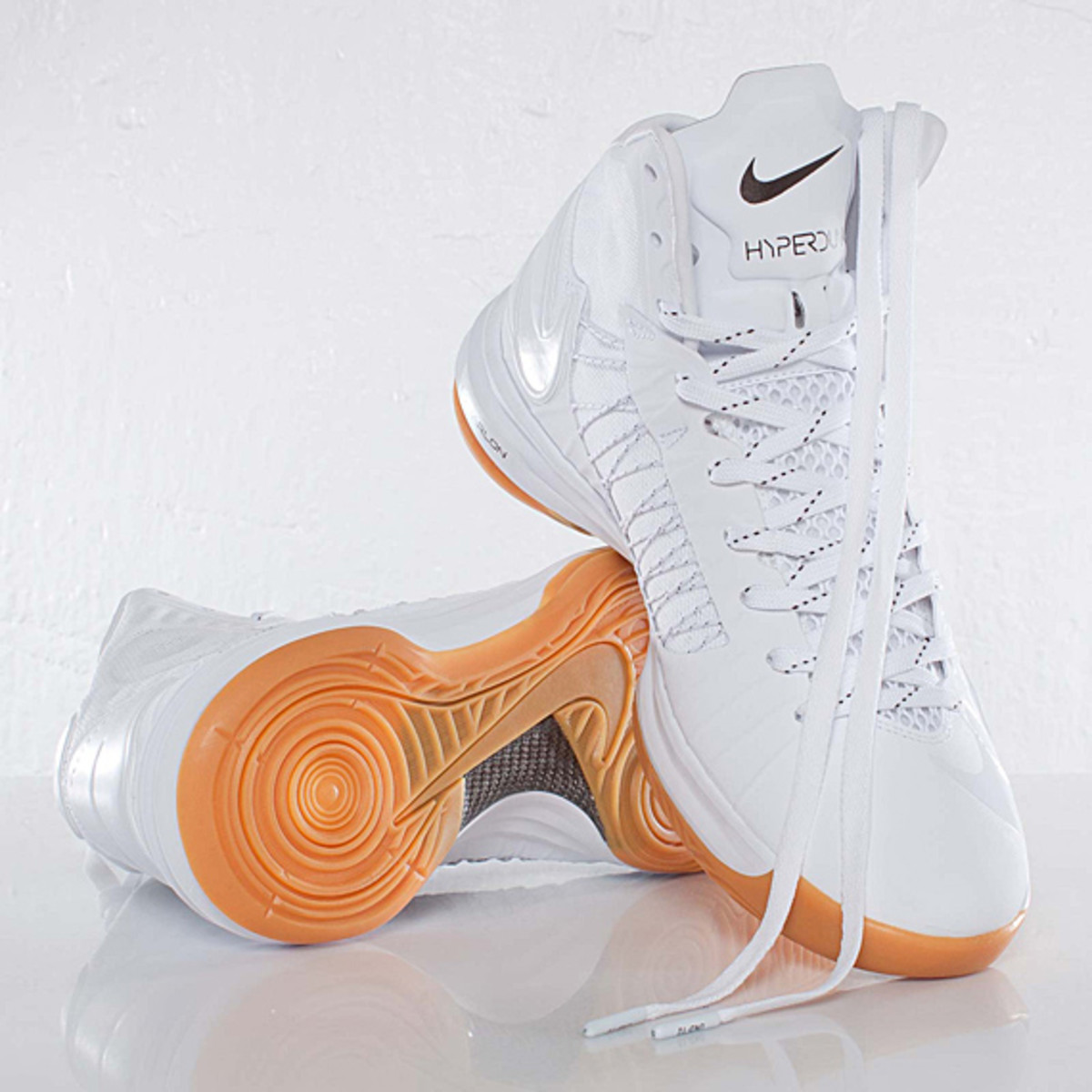 undefeated-nike-hyperdunk-bring-back-pack-598471-110-13