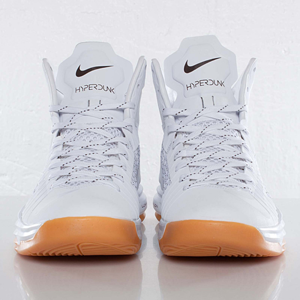 undefeated-nike-hyperdunk-bring-back-pack-598471-110-02