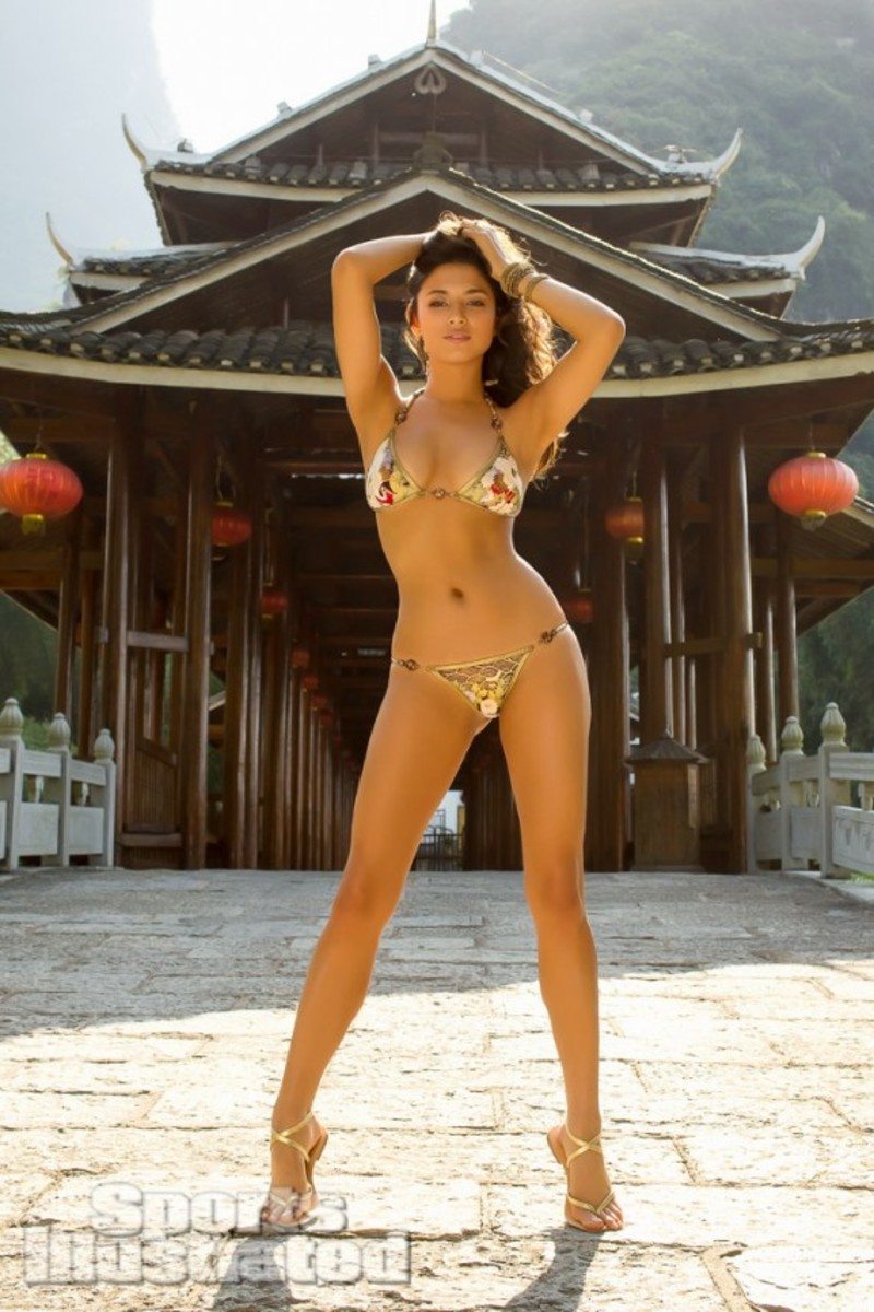 2013-sports-illustrated-swimsuit-issue-13_jessica-gomes_02-12