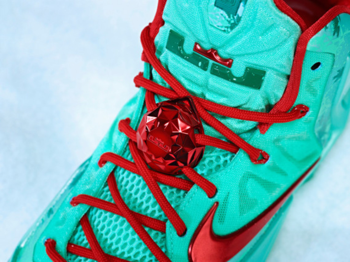nike-lebron-11-christmas-officially-unveiled-05